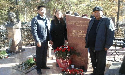 Возложение венка памятнику К.О.Гаврилова. г.Якутск