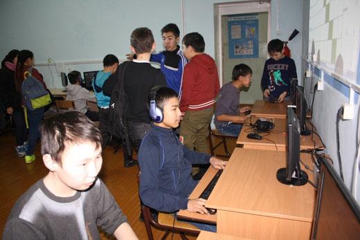 В рамках этой недели проводились много мероприятий. Одним из самых долгожданных и зрелищных соревнований стало соревнование по Counter Strike.