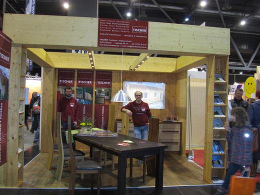 Eichetisch - Esstisch aus Massivholz mit Kantenausbildung in Wuchsform