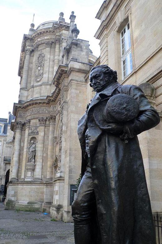 La statue de Goya sur la place du Chapelet