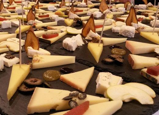 Degustation feiner Käse für die Kollegen