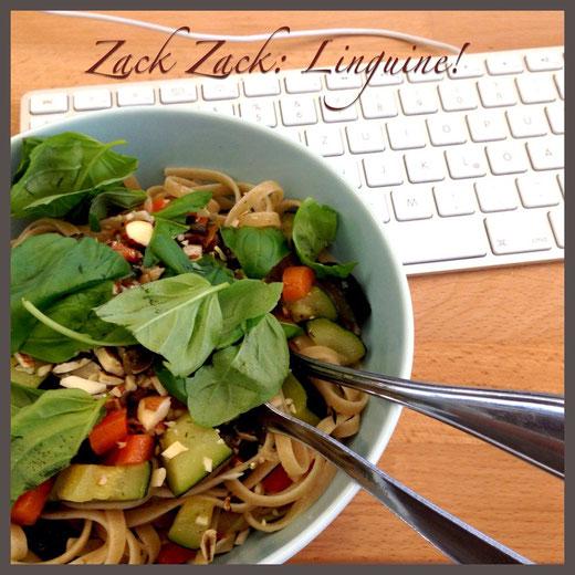 Hmmm, lecker: Schnelle Linguine mit Karotten, Zucchini, Basilikum & Kernen