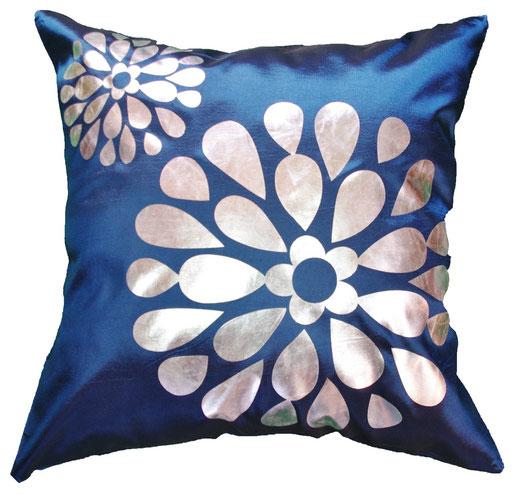 タイシルク クッションカバー  フラワー デザイン ネイビー 【Flower Design , Navy】 45×45cm 対応の商品画像01