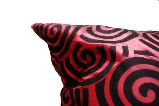 タイシルク クッションカバー  スクリュー デザイン ワインレッド 【Screw Design , Wine Red】 45×45cm 対応の商品画像04