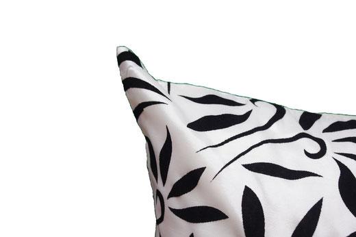 タイシルク クッションカバー  バンコク リーフ デザイン  ホワイト   【Bangkok Leaf Design , White】 45×45cm 対応 03