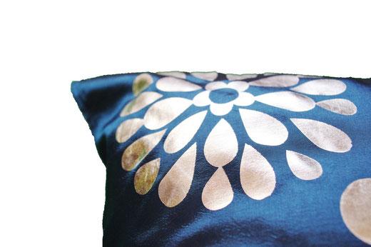 タイシルク クッションカバー  フラワー デザイン ネイビー 【Flower Design , Navy】 45×45cm 対応の商品画像04