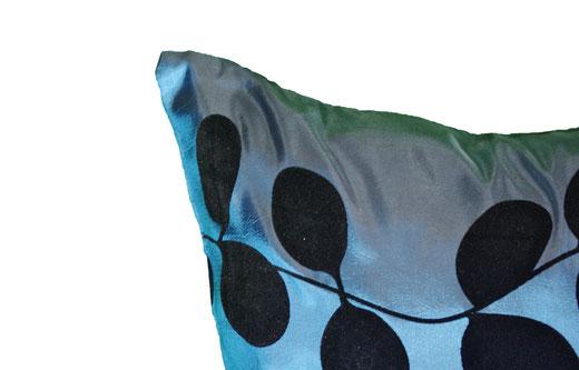 タイシルク クッションカバー  リーフ デザイン ターコイズブルー 【Leaf Design , Turquoise Blue】 45×45cm 対応の商品写真03