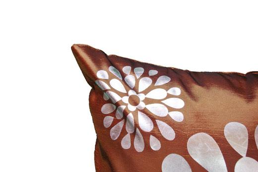 タイシルク クッションカバー  フラワー デザイン ゴールド 【Flower Design , Gold】 45×45cm 対応の商品画像03