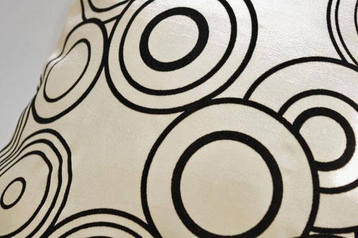 タイシルク クッションカバー  リングデザイン パールホワイト 【Ring Design , Pearl White】 45×45cm 対応の商品写真03