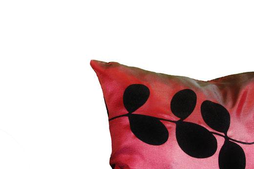 タイシルク クッションカバー  リーフ デザイン ワインレッド 【Leaf Design , WineRed】 45×45cm 対応の商品画像03
