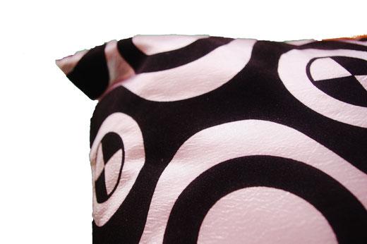 タイシルク クッションカバー  チェッカーデザイン シルバー 【Checker Design , Silver】 45×45cm 対応の商品写真03