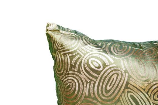 タイシルク クッションカバー  ゴールドリング デザイン グリーン 【Gold Ring Design , Green】 45×45cm 対応の商品画像03