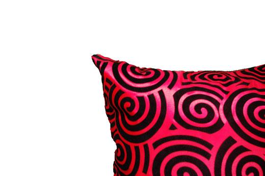 タイシルク クッションカバー  スクリュー デザイン レッド 【Screw Design , Red】 45×45cm 対応の商品画像04