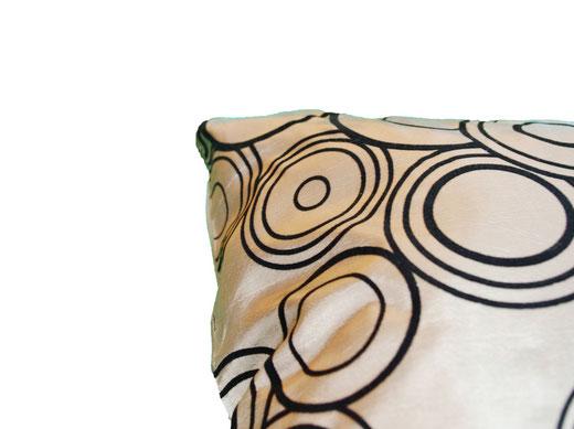 タイシルク クッションカバー  リングデザイン シャンパンゴールド 【Ring Design , Champagne Gold】 45×45cm 対応の商品写真04