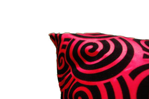 タイシルク クッションカバー  スクリュー デザイン レッド 【Screw Design , Red】 45×45cm 対応の商品画像03