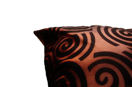 タイシルク クッションカバー  スクリュー デザイン ブラウン 【Screw Design , Brown】 45×45cm 対応の商品画像04