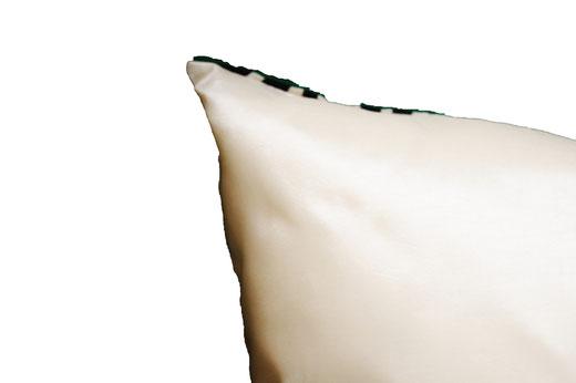 タイシルク クッションカバー  スクリュー デザイン パールホワイト 【Screw Design , Pearl White】 45×45cm 対応の商品画像08