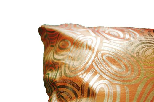 タイシルク クッションカバー  ゴールドリング デザイン オレンジ 【Gold Ring Design , Orange】 45×45cm 対応の商品画像04