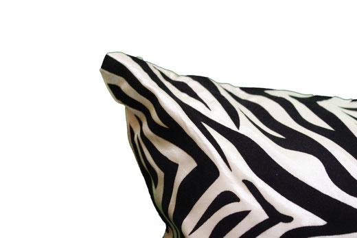 タイシルク クッションカバー  ゼブラ デザイン ホワイト 【Zebra Design , White】 45×45cm 対応の商品画像03