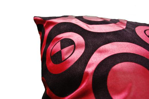 タイシルク クッションカバー  チェッカーデザイン ワインレッド 【Checker Design , Wine Red】 45×45cm 対応の商品写真04