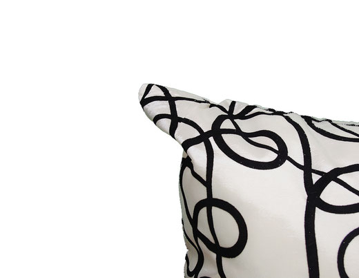 タイシルク クッションカバー  インフィニティ デザイン ホワイト 【Infinity Design , White】 の商品画像02