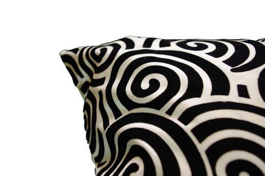 タイシルク クッションカバー  スクリュー デザイン パールホワイト 【Screw Design , Pearl White】 45×45cm 対応の商品画像04