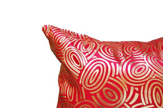 タイシルク クッションカバー  ゴールドリング デザイン レッド 【Gold Ring Design , Red】 45×45cm 対応の商品画像03