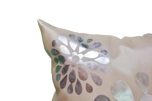 タイシルク クッションカバー  フラワー デザイン パールホワイト 【Flower Design , Pearl White】 45×45cm 対応の商品画像03