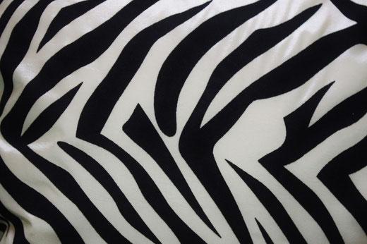 タイシルク クッションカバー  ゼブラ デザイン ホワイト 【Zebra Design , White】 45×45cm 対応の商品画像02