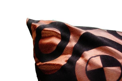 タイシルク クッションカバー  チェッカーデザイン ブラウン 【Checker Design , Brown】 45×45cm 対応の商品画像03