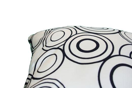 タイシルク クッションカバー  リングデザイン パールホワイト 【Ring Design , Pearl White】 45×45cm 対応の商品写真07
