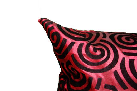 タイシルク クッションカバー  スクリュー デザイン ワインレッド 【Screw Design , Wine Red】 45×45cm 対応の商品画像03