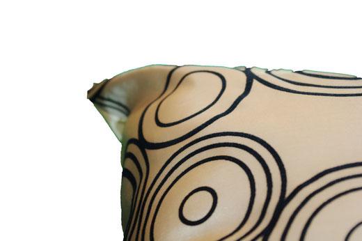 タイシルク クッションカバー  リングデザイン シャンパンゴールド 【Ring Design , Champagne Gold】 45×45cm 対応の商品写真14