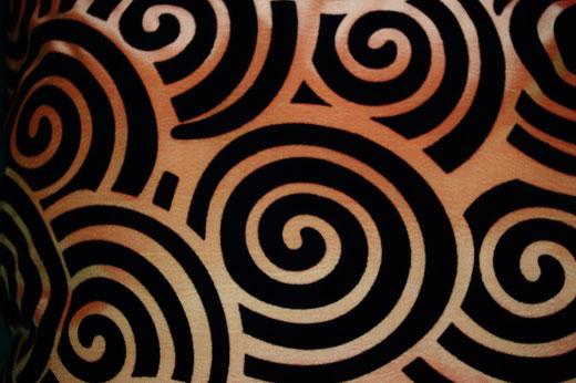 タイシルク クッションカバー  スクリュー デザイン オレンジ 【Screw Design , Orange】 45×45cm 対応の商品画像02