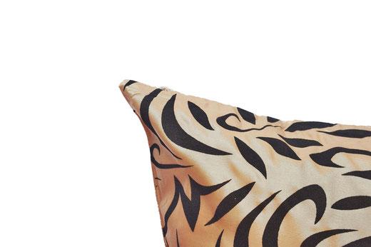 タイシルク クッションカバー  バンコク リーフ デザイン  ゴールド   【Bangkok Leaf Design , Gold】 45×45cm 対応 03