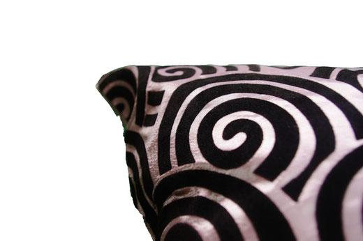 タイシルク クッションカバー  スクリュー デザイン シルバー 【Screw Design , Silver】 45×45cm 対応の商品画像04