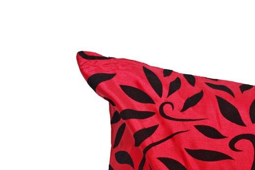 タイシルク クッションカバー  バンコク リーフ デザイン  レッド   【Bangkok Leaf Design , Red】 45×45cm 対応 03
