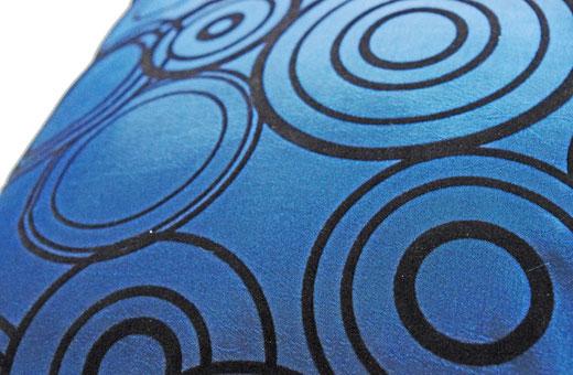 タイシルク クッションカバー  リングデザイン ターコイズブルー 【Ring Design , Turquoise Blue】 45×45cm 対応の商品写真03