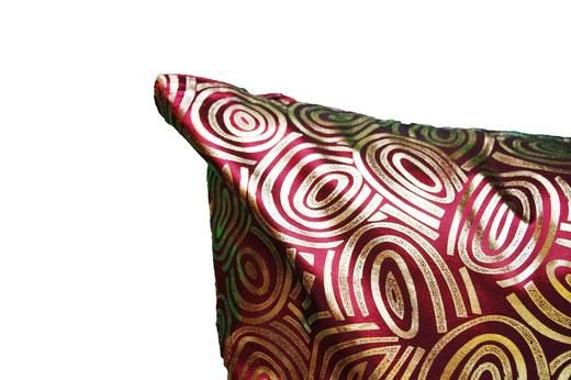 タイシルク クッションカバー  ゴールドリング デザイン ワインレッド 【Gold Ring Design , Wine Red】 45×45cm 対応の商品画像03