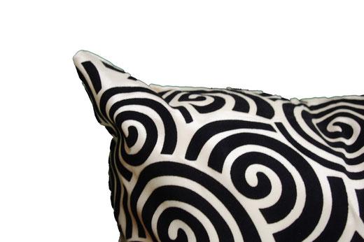 タイシルク クッションカバー  スクリュー デザイン パールホワイト 【Screw Design , Pearl White】 45×45cm 対応の商品画像03