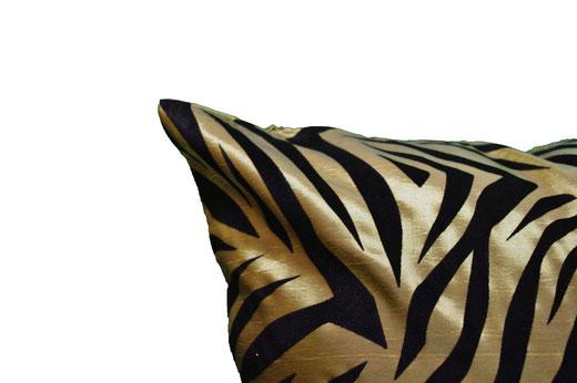 タイシルク クッションカバー  ゼブラ デザイン グリーン 【Zebra Design , Green】 45×45cm 対応の商品画像03