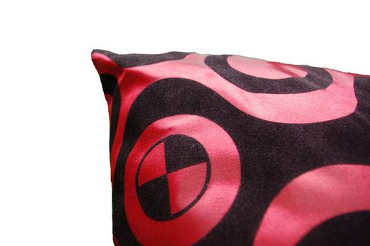 タイシルク クッションカバー  チェッカーデザイン ワインレッド 【Checker Design , Wine Red】 45×45cm 対応の商品写真03