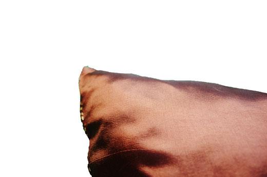 タイシルク クッションカバー  ゴールドリング デザイン ワインレッド 【Gold Ring Design , Wine Red】 45×45cm 対応の商品画像07