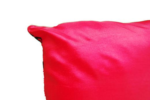 タイシルク クッションカバー  スクリュー デザイン レッド 【Screw Design , Red】 45×45cm 対応の商品画像06