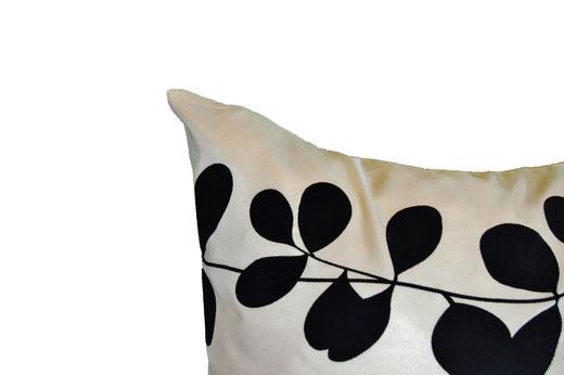 タイシルク クッションカバー  リーフ デザイン アイボリー 【Leaf Design , Ivory】 45×45cm 対応の商品写真12
