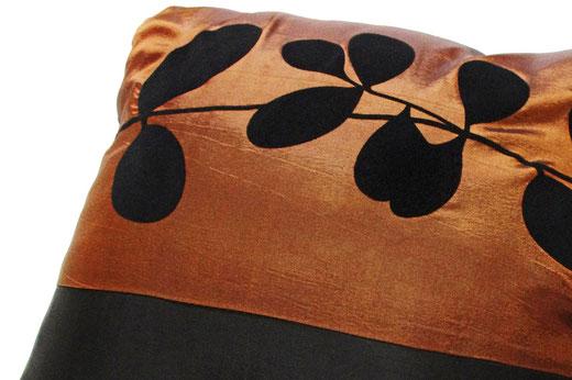 タイシルク クッションカバー  リーフ デザイン ブラウン 【Leaf Design , Brown】 45×45cm 対応の商品写真03