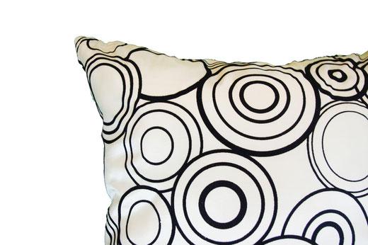 タイシルク クッションカバー  リングデザイン パールホワイト 【Ring Design , Pearl White】 45×45cm 対応の商品写真06