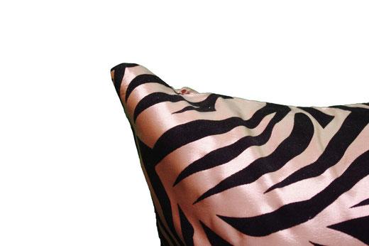 タイシルク クッションカバー  ゼブラ デザイン シャンパンゴールド 【Zebra Design , Champagne Gold】 45×45cm 対応の商品画像03