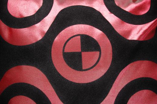 タイシルク クッションカバー  チェッカーデザイン ワインレッド 【Checker Design , Wine Red】 45×45cm 対応の商品写真02