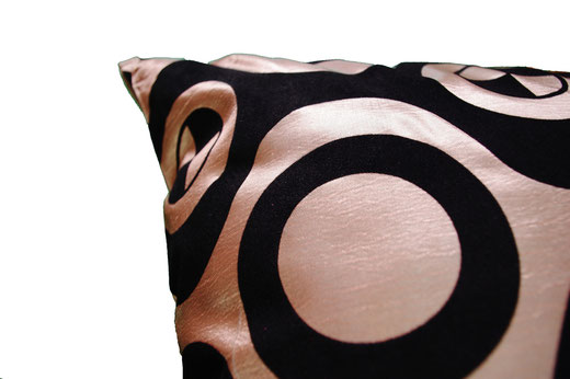タイシルク クッションカバー  チェッカーデザイン シャンパンゴールド 【Checker Design , Champagne Gold】 45×45cm 対応の商品写真03